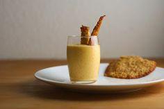 Recette de mousse aux prunes ou glace - sans gluten, végétarien - Délicieux dessert aux fruits de saison, cette mousse aux prunes à la fleur de lait  (crème fraîche) est d'une légèreté et d'un raffinement extraordinaire. Très facile à cuisiner, cette mousse est composée de prune, de sucre glace et de crème, sans oeuf et autres additifs... Un dessert authentique, fait maison où l'on sent la saveur naturelle des fruits.