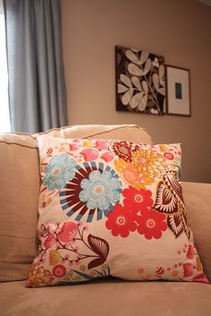 DIY zippered pillow cover tutorial.  Change up your boring couch pillows!