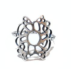 This sterling silver oxidized ring features an intricate and precious pattern that curves elegantly around the finger. The pattern creates a silver lace effect and its oxidized finish creates an antique timeless look.  Ring size N