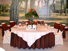 Resultado de imagen para decoracion de bodas en dorado y rojo vino