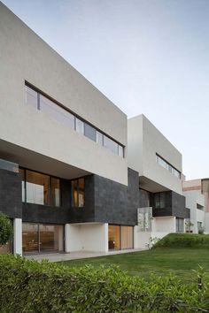Studio Toggle screens Kuwait house with angled aluminium slats