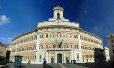 Palazzo Montecitorio, Roma. Su progetto di G.L. Bernini. 1653.  Sede della Camera dei Deputati,