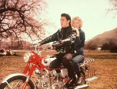 Elvis Presley was also a motorcycle addict. 24 amazing vintage photos below will show this. Elvis Presley on Harley Davidson motorcycle. History Photos, Art History, Elvis Presley, Happy Birthday King, Elvis Memorabilia, Young Elvis, Barbara Stanwyck, Vintage Motorcycles, Vintage Bikes