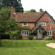 Love this cottage...