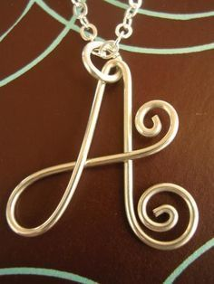 wire woven initials - Google Search Wire Jewelry Making, Jewelry Making Tutorials, Wire Wrapped Jewelry, Metal Jewelry, Beaded Jewelry, Jewellery, Wire Crafts, Jewelry Crafts, Wire Letters