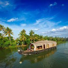 Oferta de viaje a India  La magia de Kerala y Munnar (vuelo no incluido)  9 días - 8 noches  1 Noche en Cochin, 2 en Munnar, 1 noche en la reserva natural de Periyar, 1 noche de crucero en una casa flotante hasta Kumarakom y 3 en la playa de Kovalam. http://www.belydanaviajes.es/oferta/viaje/india/26508/la_magia_de_kerala_y_munnar_vuelo_no_incluido