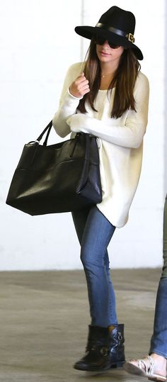 Lea Michele in a long white sweater - see more celeb sweater inspiration here! Celebrity Airport Style, Celebrity Outfits, Fall Winter Outfits, Autumn Winter Fashion, Winter Style, Lea Michele, Casual Look, Casual Chic, Hollywood Fashion