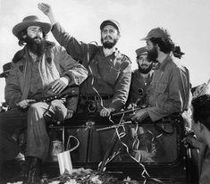 Castro y Cien Fuegos 1959, después de establecer una capital provisional en Santiago de Cuba.