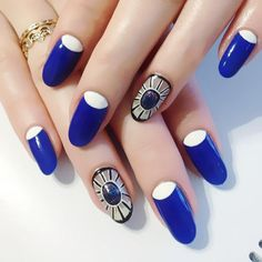 Affection confuses the eye with blue gem Confused, Fun Nails, Blue Gem, Amazing Nails, Gems, Beauty, Gallery, Roof Rack, Rhinestones