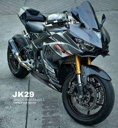 Yamaha Cafe Racer, Yamaha Motorcycles, Motogp, Yamaha R25, Bike Pic, Cafe Racer Girl, Honda, Bike Rider, Supersport