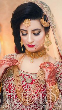 Gold Jewelry In Nepal Bridal Makeup Looks, Bridal Beauty, Wedding Beauty, Bridal Looks, Bridal Hair, Bridal Bun, Pakistani Bridal Jewelry, Bridal Mehndi Dresses, Pakistani Wedding Outfits