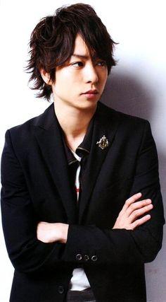 櫻井 翔 : 向井理と同じ学年の有名人 まとめ - NAVER まとめ Ninomiya Kazunari, Asian Boys, Cool Suits, Boy Bands, Actors & Actresses, Sexy Men, Rapper, Singer, Shit Happens