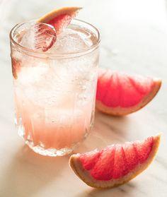 Verigreippi + rosé = Grumpy José Täytä kaksi lasia jäillä. Purista verigreipin mehu lasien pohjalle. Kaada päälle kuohuvaa roséeta. Määrät eivät ole niin justiinsa. Nauti. It's cocktail o'clock! ::: Translation:I'm trying something new here. This drink and short english versions. Grapefruit + rosé = Grumpy José Squeeze grapefruit juice into two glasses. Add sparkling roséContinue Reading