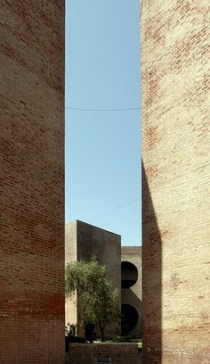 Indian Institute of Management. Ahmedabad, Gujarat, India. Louis Kahn. 1962-74