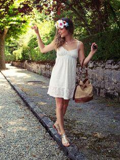 Une robe nuisette pour l'été sur www.marieandmood.com #summer @lusinealunettes  Couronne de fleurs DIY Sunglasses - Summer - Dress - HeadBand -Inspiration