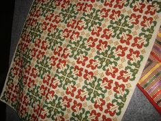 I like this motif. It sort of looks like oak leaves. Maybe I will try it in shades of green? Counted Cross Stitch Patterns, Cross Stitch Embroidery, Palestinian Embroidery, Cross Stitch Pillow, Autumn Theme, Cross Stitching, Needlepoint, Needlework, Diy And Crafts