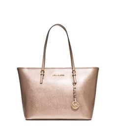 We dreamt up this metallic leather silhouette as the ultimate carryall—ideal for organizing everything from work papers to poolside essentials. It works as a chic bag at the office, but plays nicely at evening cocktail hours and beach trips, too.