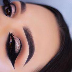 Inspired by @ayeeshabx  Eyes• @tartecosmetics In Bloom Palette / @makeupgeekcosmetics shadow in Corrupt / @hudabeauty Carmen lashes Brows• @anastasiabeverlyhills dipbrow in ebony / @nyxcosmetics_uk eyebrow powder pencil in Black #motd #makeup #makeupartist #mua #vegas_nay #anastasiabeverlyhills #abhbrows #hudabeauty #norvina #jamiegenevieve #abhshadows #universodamaquiagem_oficial #norvina #brian_champagne #undiscovered_muas #dressyourface #wakeupandmakeup #morphebrushes #makeupaddict #mo...