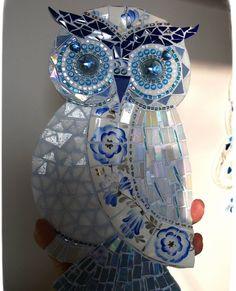 Mosaic owl Owl Mosaic, Mosaic Birds, Mosaic Diy, Mosaic Garden, Mosaic Crafts, Mosaic Projects, Mosaic Glass, Stained Glass Patterns, Mosaic Patterns