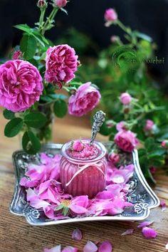 konfitura z płatków róży Healthy Sweets, Healthy Snacks, Kitchen Magic, Polish Recipes, Edible Flowers, Kimchi, Preserves, Korn, Good Food