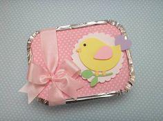 Marmita confeccionada com papel de scrapbook e aplique de passarinho. Esse valor é Vazia.  Quantidade minima: 20 unidades Tamanho: 12,5cm x 9,5cm - 250ml R$ 4,10