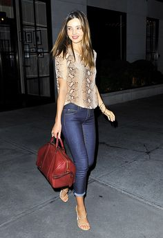miranda kerr bally heels. But the real action is that bag snag. #Off duty
