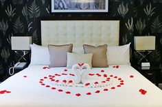 Treat your loved one to a romantic break in London this Valentines. #RomanticHotels #ValentinesIdeas #FlemingsMayfair