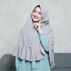 Hijab Dress, Hijab Outfit, Cara Hijab, Muslim Women Fashion, Womens Fashion, Hijab Fashion, Fashion Dresses, Black Abaya, Beautiful Hijab