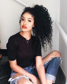 "Frase p internalizar: ""Gratidão transforma tudo o que temos em suficiente"". ✨ #oigente Curly Hair Styles, Curly Hair Tips, Long Curly Hair, Curly Girl, Big Hair, Natural Hair Styles, Love Hair, Gorgeous Hair, Pelo Afro"
