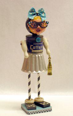 Montage Art Doll Mischtechnik Vintage 50er Jahre von mixedmediamax Tin Can Art, Tin Art, Arte Robot, Robot Art, Recycled Robot, Recycled Art, Repurposed, Found Object Art, Found Art
