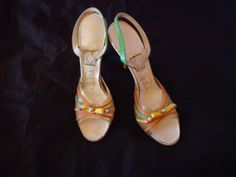 1950's Shoes lucite and leather small 6 U.S.A. by vintagewayoflife