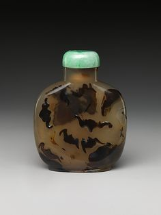 Snuff Bottle with Five Bats. Qing Dynasty 18th Century. The Metropolitan Museum of Art.