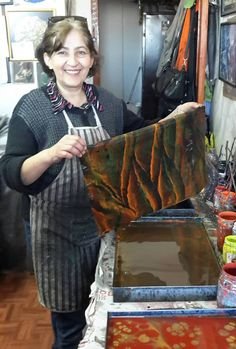 Necmiye Albayrak of Turkey completes a beautiful marbled paper.