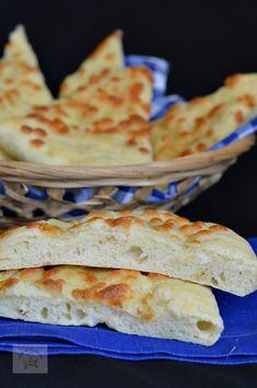 Focaccia, un preparat italian asemanator cu pizza Bread Recipes, Cooking Recipes, Healthy Recipes, Mozzarella, Cooking Bread, Romanian Food, Party Platters, Just Bake, Party Cakes