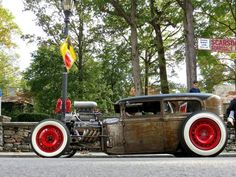 This epic Ford rat rod was at the Scarsdale Concours d' Elegance. It was very well done, with a brutal supercharged powering it. One has to wonder why someone would give it all that power … Classic Motors, Classic Cars, Rat Rod Cars, Rat Rods, Vintage Cars, Antique Cars, Traditional Hot Rod, Street Bob, Lifted Ford Trucks