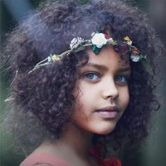 imagen de niña con peinado greñas