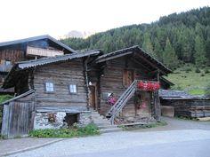Uraltes Haus neben dem Matreier Tauernhaus