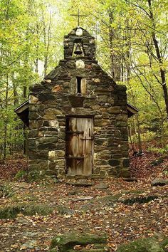 I love this little Forest Chapel in Vermont