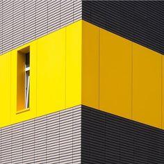 Photo  by @alexanderbodnya for #Minimalzine -------------------------------------------- #photographeroftheday#featured#minimal#minimalmood#minimalism#minimalist#minimalphoto#photozine#zine#journal#contemporaryart#visualarts