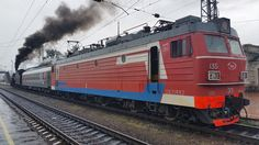 Dort beginnt die alte Baikalbahn. Die E-Lok, die uns von Irkutsk hierher gebracht hat wird gleich abgehängt. Leider hat der Regen für nicht gerade gutes Fotowetter gesorgt.