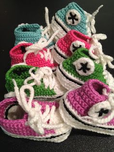 Here in the Waiting Place: Crocheted Baby Converse http://hereinthewaitingplace.blogspot.com/search/label/Free%20crochet%20patterns    Free pattern at Ravelry - http://www.ravelry.com/patterns/library/crochet-baby-converse    Free crochet patterns