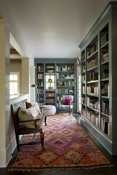 Love the color of the bookshelves. The Trends Designers Hope Not to See in 2018 Love the color of the bookshelves. The Trends Designers Hope Not to See in 2018 Bookshelves Home Library Design, Design Desk, Couch Design, Library Room, Cozy Library, Dream Library, Home Libraries, Reading Room, Style At Home