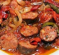 Spetsofai, traditional greek stew with sausages and peppers Cookbook Recipes, Meat Recipes, Cooking Recipes, Food Network Recipes, Food Processor Recipes, Cetogenic Diet, Cyprus Food, Greek Appetizers, Tapas