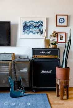 Chillhouse Founder Cyndi Ramirez's Apartment Is, Well, Incredibly Chill two big Marshall speakers next to metal TV console with mesh doors Home Music Rooms, Music Studio Room, Music Bedroom, Men Bedroom, Architectural Digest, Skateboard Room, Music Corner, Room Acoustics, Recording Studio Home