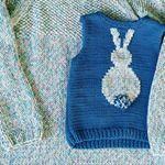 Lyukacsos kötött pulóver nyárra – Kötni jó – kötés, horgolás leírások, minták, sémarajzok Graphic Tank, Hand Knitting, Tank Tops, Sweaters, Women, Fashion, Sweater Vests, Moda, Halter Tops