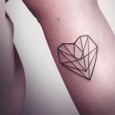 Este corazón de cristal. | 27 Ideas de tatuajes de corazones para el día de San Valentín