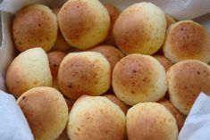 Pan de yuca, also known as cheese bread or yuca bread, are yummy melt in your mouth warm breads made with cheese and yuca or cassava/tapioca starch. Bread Recipes, Cooking Recipes, Venezuelan Food, Venezuelan Recipes, Colombian Food, Bun Recipe, Pan Dulce, Pan Bread, Cheese Bread