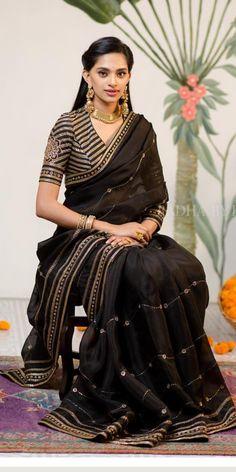 Saree Blouse Neck Designs, Saree Blouse Patterns, Indian Wedding Outfits, Indian Outfits, Churidar, Anarkali, Lehenga, Sabyasachi, Salwar Kameez