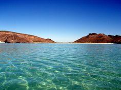 Poco antes de llegar al muelle de la ciudad de La Paz, hay un camino que lleva a Puerto Balandra, paraíso de buceadores.