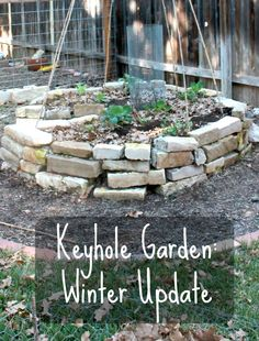 The Keyhole Garden in the Winter #EdibleGardening, #Garden, #KeyholeGarden, #KitchenGarden, #WinterGardening #Gardening